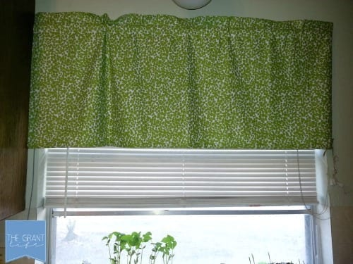 easy kitchen curtain tutorial
