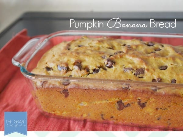 This looks so easy!  Pumpkin banana bread with chocolate chips.  I love fall baking!