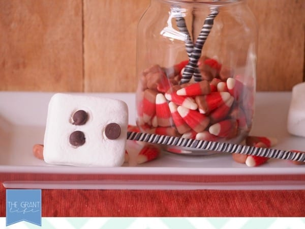 Easy halloween snack - ghost marshmallow pops