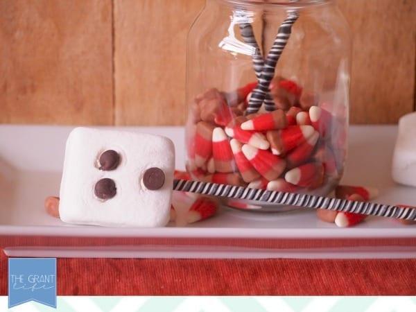 Easy halloween snack - ghost marshmallow pops