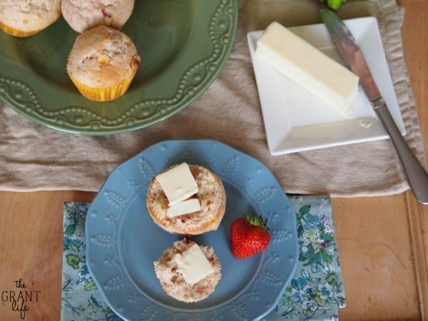 Easy strawberry white chocolate muffins