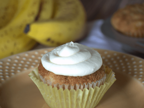 Amazingly delicious hummingbird cupcakes!  A quick and easy recipe that is filled with fruit and topped with cream cheese frosting