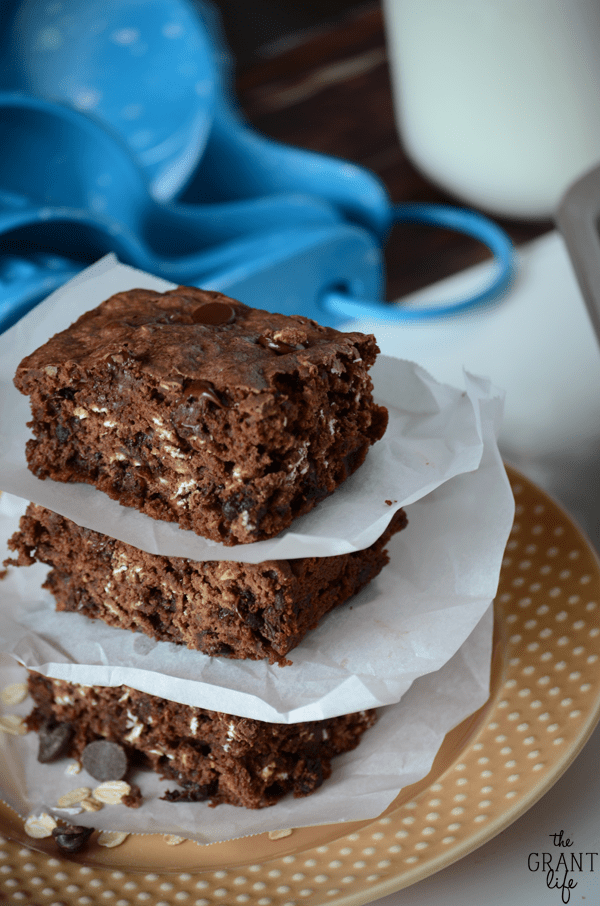 Easy and delicious - these oatmeal and chocolate chip brownies will be a new family favorite
