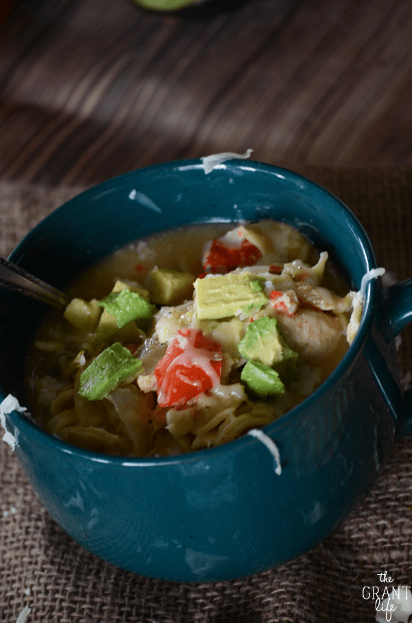 Use your crock pot to make this delicious chicken fajita soup!