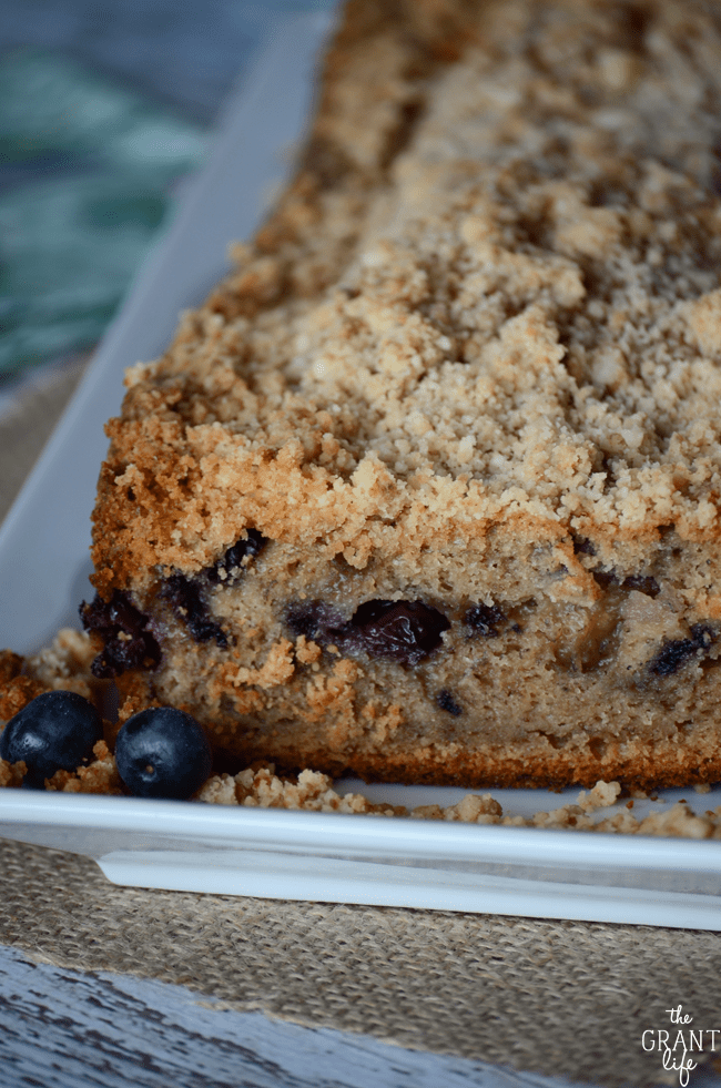Blueberry banana bread recipe with cinnamon crumb topping