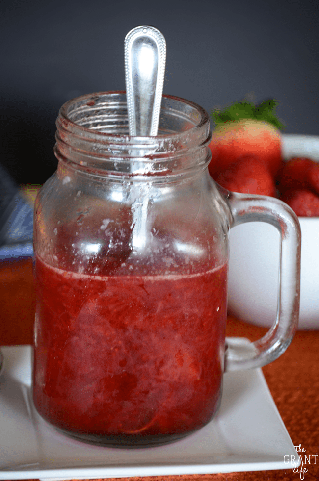 The easiest strawberry sauce recipe ever!  Oh and its pretty tasty too!
