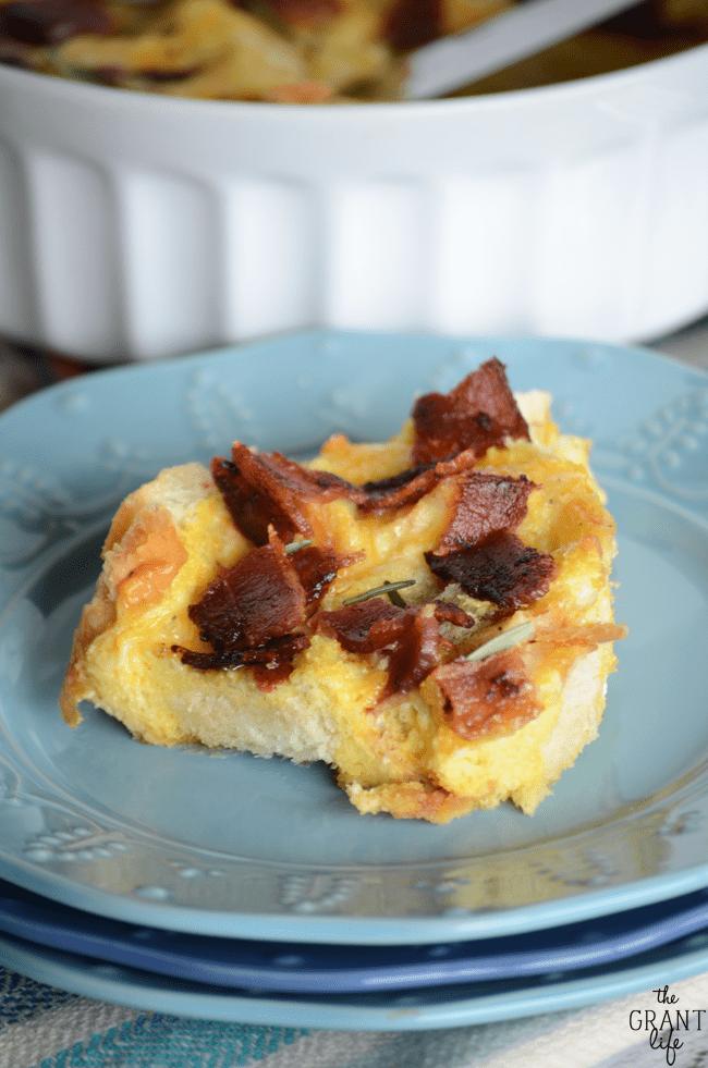 Easy and delicious cheesy bacon breakfast casserole