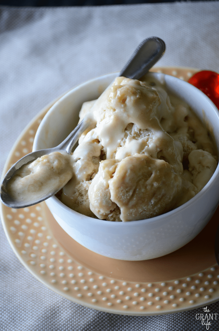 Easy homemade bananas foster ice cream