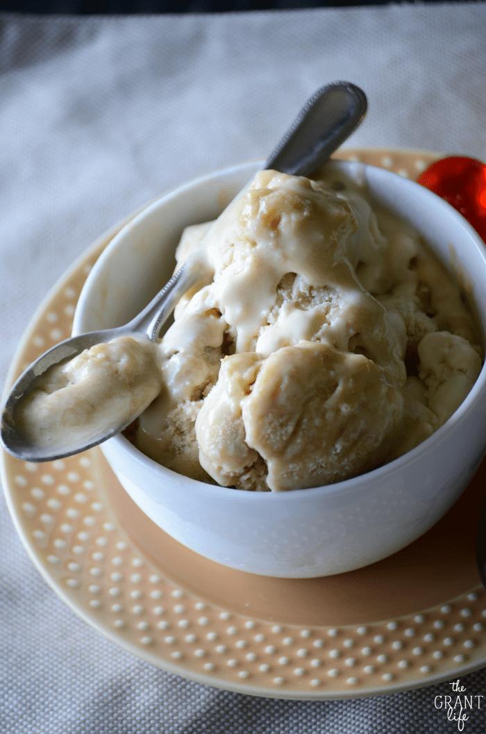 Easy homemade bananas foster ice cream