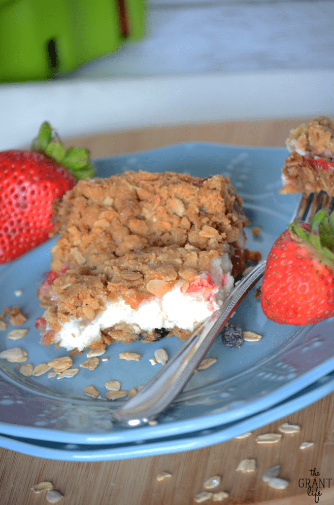 Strawberry cheesecake muesli bars