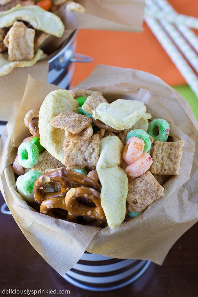 Apple Chip Snack Mix - such a fun mix of things that are healthy and kid-favorites too!