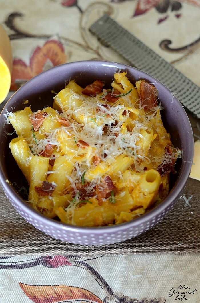 Easy on pot butternut squash and bacon pasta! Perfect dinner recipe!