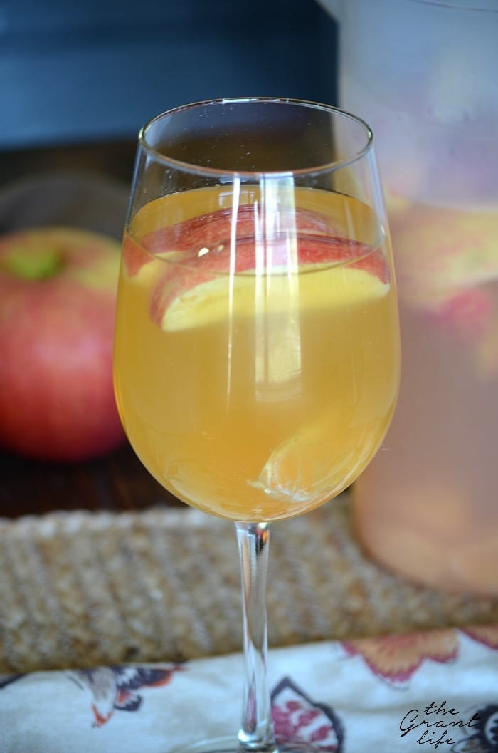Spiced apple cider sangraia! Make this easy recipe for your next party, event or gathering!