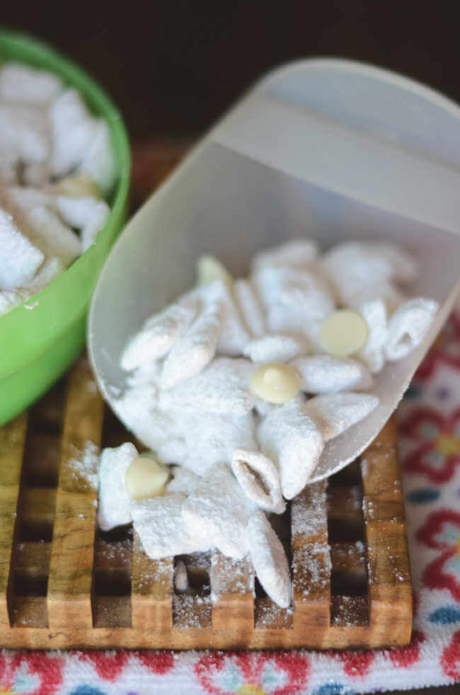 White chocolate puppy chow recipe